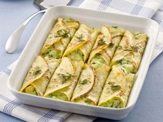Cannelloni with vegetables Italian Dishes, Italian Recipes, Crespelle Recipe, Veggie Recipes, Cooking Recipes, Pasta Types, Food Humor, Creative Food, I Love Food
