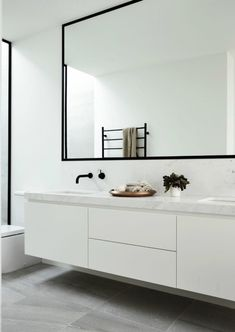 Black and White Bathroom Design . Black and White Bathroom Design . A Contrasting Black and White Bathroom Echoes the Floor Small Bathroom, Black Bathroom, Amazing Bathrooms, Bathroom Design, Vanity Design, Minimalist Bathroom, White Bathroom, Minimal Bathroom, Bathroom Layout