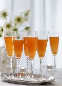 Clementine fizz - campari and proseco: Whip up this tempting cocktail in just 10 minutes. Whether you dust off your juicer or buy shop-bought clementine juice your guests will love this sparkling fizz. New Years Cocktails, Spring Cocktails, Cocktail Drinks, Alcoholic Drinks, Beverages, Party Drinks, Gin Recipes, Bbc Good Food Recipes, Yummy Food