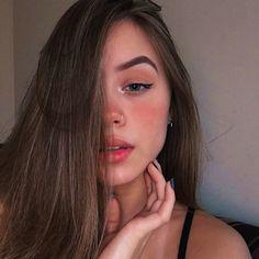 Makeup and brown hair - ChicLadies. Selfies Poses, Girls Selfies, Tumblr Selfies, Cute Selfie Ideas, Instagram Pose, Insta Photo Ideas, Girl Photography Poses, Aesthetic Girl, Tumblr Girls
