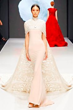Michael Cinco is the first Filipino to unveil a haute couture collection in Paris Fashion Week Check out his stunning collection of dresses here! Fall Fashion Trends, Runway Fashion, Fashion Show, Autumn Fashion, Paris Fashion, High Fashion, Beautiful Gowns, Beautiful Outfits, Michael Cinco Couture