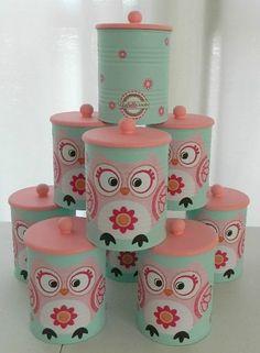 Los mejores Centros de mesa con latas recicladas muy originales Coffee Can Crafts, Tin Can Crafts, Owl Crafts, Crafts To Make, Arts And Crafts, Mason Jar Crafts, Bottle Crafts, Baby Formula Cans, Diy For Kids