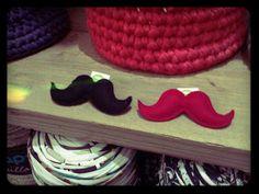 Felt moustache / Bigotes de fieltro