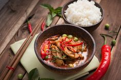 spicy chicken curry with rice,popular Thai food. Spicy Recipes, Vegan Recipes, Honey Recipes, Vegan Food, Food Food, Curry Chicken And Rice, Risotto, Acid Reflux Recipes, Spicy Thai