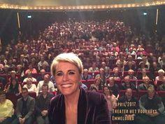 """Dana Winner - favoriete zangeres. Theaterseizoen 2017. Haar nieuwe theatertour """"Uit bewondering"""". Selfie met de zaal."""