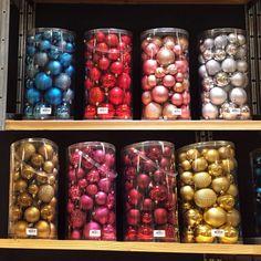 #plasticballs #sizes30mmtill400mm #manycolours #homedeco #homedecorations #outdoorballs #outdoordecorations #othmardecorations #ootmarsum