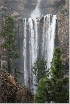 Caidero que suministra agua a la Presa de Soria - Mi Gran Canaria