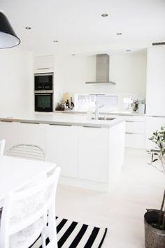 Best Simple Kitchen Designs Ideas for Small House Decoration Cosy Kitchen, Open Plan Kitchen, Kitchen Dining, Home Interior, Interior Design Kitchen, Voxtorp Ikea, Simple Kitchen Design, Cocinas Kitchen, Concrete Kitchen