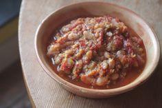 Ensopado de alho-poró, tomate e feijão branco // Papacapim