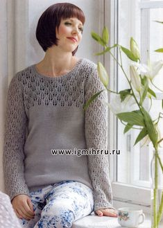 Серый пуловер с ажурным узором. Спицы