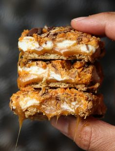 these are no bake, ooey, gooey perfection!these are no bake, ooey, gooey perfection! Best Dessert Recipes, Easy Desserts, Sweet Recipes, Delicious Desserts, Yummy Food, Bar Recipes, Cream Recipes, Desert Recipes, Mini Marshmallows