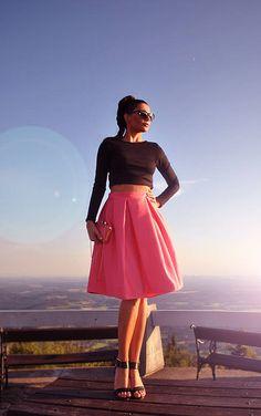 Dámska sukňa midi dĺžky do pása s protizáhybmi. Farba: koralovo-ružová, mint, salmon, cream Veľkosť XS, S, M, L, XL - na mieru...