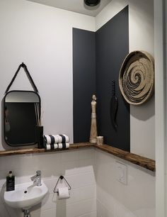 De make-over van onze hal en toilet met verf van Farrow & Ball Farrow Ball, Toilet Room, New Toilet, Bad Inspiration, Bathroom Inspiration, Budget Bathroom, Small Bathroom, Feng Shui Toilet, Home Interior