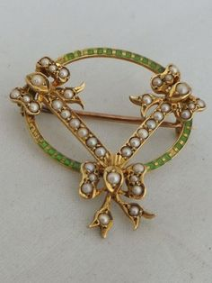 Stunning Victorian Art Nouveau enamel and seed Pearl 18ct gold brooch