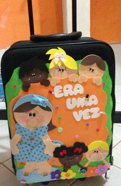 Mala de Histórias ou Maleta Viajante Educational Activities, Suitcase, Lunch Box, Scrap, Mini, Children's Literature, Quilt Pillow, Reading Projects, Suitcases