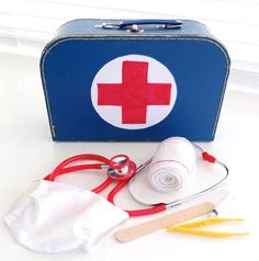 DIY Doctor Kit. | This will be so easy to assemble with all of my daughter's extra medical supplies. :)