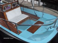 Get installed the best wooden Boston Whaler console in your watercraft. Boston Whaler Boats, Wood Boats, Center Console, Power Boats, Water Crafts, Good Things, Bow Light, Outdoor Adventures, High Class