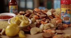 It doesn't get more Southern than a scrumptious Lowcountry boil! The Crab Shack has a special recipe perfect for your next backyard gathering. Cozy Coffee Shop, Crab Shack, Savannah Chat, Visit Savannah, Low Country, Special Recipes, Perfect Food, Southern Recipes, Foodie Travel