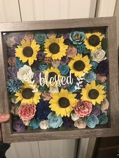 Shadow box with sunflowers Blessed. Shadow box with sunflowers Flower Shadow Box, Diy Shadow Box, Flower Boxes, Shadow Box Frames, Rolled Paper Flowers, Paper Flowers Diy, Flower Crafts, Vinyle Cricut, Paper Sunflowers