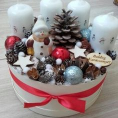 The sweet little snowman and Christmas ornament balls are a cute touch Christmas Snowman, Winter Christmas, Christmas 2019, Christmas Home, Christmas Crafts, Xmas, Christmas Ornaments, Advent Wreath, Diy Wreath