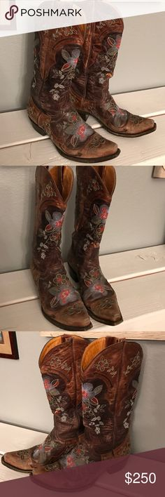 """Old Gringo Boots Authentic Old Gringo style name """"Bonnie"""" boots with flower embroidery. These boots are in great condition toe caps a little worn as seen in picture but overall beautiful boot with tons of life left  Old Gringo Shoes"""