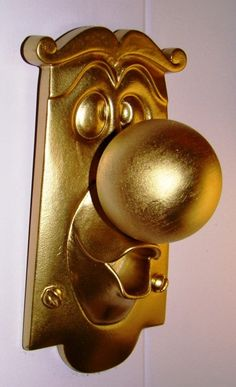Alice in Wonderland (non-functional) door knob. Stumble down the rabbit hole with the Alice in Wonderland door knob! Please note this is an affiliate link. I get a commission once you clink on the link. This does NOT increase the cost to you! Alice In Wonderland Characters, Alice In Wonderland Party, Ideas Decorar Habitacion, Door Knobs, Door Handles, Door Knockers, Disney Dorm, Disney House, Disney Disney
