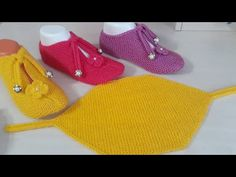 New Booties Making Very Easy Booties Schnür-Umschlag-Booties-Modelle - Schuhe Knitting Socks, Baby Knitting, Crochet Baby, Crochet Bikini, Knitted Slippers, Crochet Slippers, Knitted Hats, Crochet Girls Dress Pattern, Baby Boots