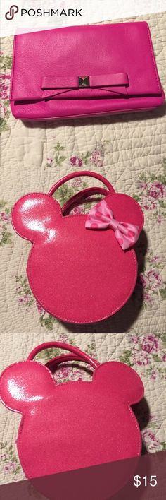 🚨HOST PICK🚨ADORABLE Minnie Mouse purse 🚨🚨 NWOT! Never used! Has removable shoulder strap. Pink sparkly! Just adorable 😍😍😍😍 add to a bundle for a discount! 👛👛👛 Disney Accessories Bags