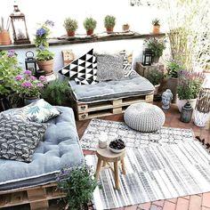 New Small Patio Furniture Ideas Terraces Ideas Small Balcony Decor, Balcony Design, Small Patio, Balcony Ideas, Patio Ideas, Outdoor Balcony, Balcony Furniture, Pallet Furniture, Outdoor Furniture Sets