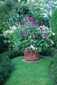 Huge Garden Pot in a Small #Garden space. Keyhole turf shape has lots of interest.