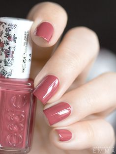 """In stitches"" Essie Pretty Nail Colors, Fall Nail Colors, Nail Polish Colors, Pretty Nails, Hair And Nails, My Nails, Cute Nail Designs, Manicure And Pedicure, Nails Inspiration"
