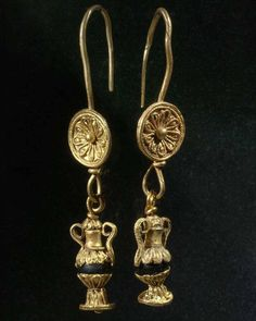 A fine pair of Greek Amphora Earrings, Hellenistic Period, ca 2nd - 1st century BC