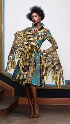 That thin line between fashion and pure art. Those FEATHERS.