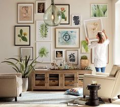 Would you like to learn how to create a beautiful gallery wall that will beautifully complement your home decor? This article covers how you can create the perfect gallery wall. Click through to learn how to hang a gallery wall that will beautifully compl Interior Design Living Room, Living Room Decor, Interior Livingroom, Reclaimed Wood Media Console, Inspiration Wand, Wall Design, House Design, Gallery Wall Layout, Eclectic Gallery Wall