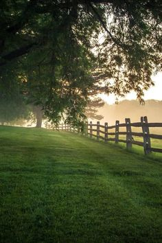 Nature pictures country scenery 47 Ideas for 2019 Country Fences, Country Roads, Rustic Fence, Sliding Fence Gate, Wire Fence, Metal Fence, Foggy Morning, Morning Light, Early Morning