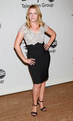 Melissa Joan Hart the blonde actress who played Sabrina in STTW for a while next to Hilary Duff, she ranks at 3 on my list. Missing old TV shows before I became 19 Cute Dress Outfits, Sexy Outfits, Cute Dresses, Blonde Actresses, Melissa Joan Hart, Human Doll, Sabrina Spellman, Perfect Legs, Chloe Grace Moretz