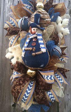 Christmas Wreath Christmas Swag Snowman Wreath by BaBamWreaths Christmas Mesh Wreaths, Christmas Swags, Winter Wreaths, Christmas Crafts, Wreaths And Garlands, Deco Mesh Wreaths, Door Wreaths, Christmas Centerpieces, Xmas Decorations