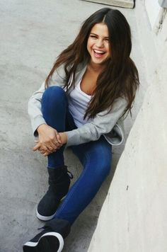Selena Gomez Beautiful no matter what she wears. Alex Russo, Selena Gomez Photos, Selena Gomez Style, Marie Gomez, Role Models, My Idol, Celebs, Actresses, Female