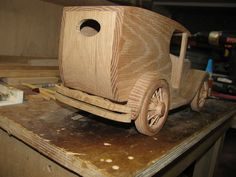 Toy Construction Ford van Just about there Woodworking Projects For Kids, Wooden Projects, Diy Craft Projects, Crafts, Diy Toys Car, Wooden Toy Cars, Wood Plane, Wood Toys Plans, Toy Trucks