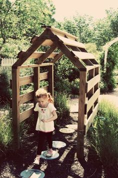Pallet Arch <3 THIS IS WHAT I WANT FOR MAIA'S HOUSE!! NO ENDS! BUT I WOULD PLACE THE SLATS CLOSER TOGETHER