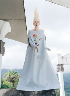 Maison Martin Margiela dress and gloves.  Pamper overworked hair with Clear Scalp & Hair Damage & Color Repair 7 Day Intensive Treatment Tubes. Foto Tim Walker