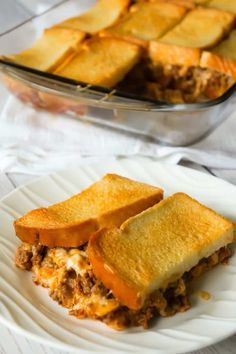 Bacon Cheeseburger Grilled Cheese Casserole is an easy dinner recipe the whole family will love. This delicious casserole is loaded with ground beef, bacon, onions and cheese sandwiched between layers of bread. Burger Toppings, Bacon Cheese Burger Recipe, Cheeseburger Recipe, Beef Bacon, Cheeseburger Casserole, Grilled Cheese Recipes, Beef Recipes For Dinner, Ground Beef Recipes, Cooking Recipes