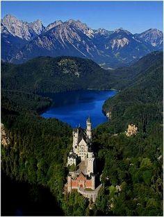 Neuschwanstein Castle, Bavaria, Germany  Germany Castles Méi Informatiounen zu eisem Site   http://storelatina.com/germany/travelling  #viagemgermany #viajem #travelinggermany #viagem