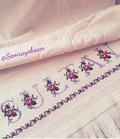 Toalha Crossstitch, Shabby Chic, Towel, Embroidery, Monograms, Towels, Cross Stitch, Doll Dresses, Punto De Cruz