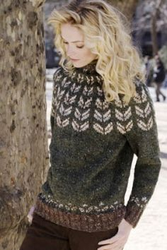Yoke Pullover in DONEGAL TWEED. Free pattern.