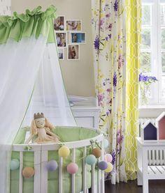 Детская кроватка Comfort Baby будет расти вместе с малышкой. Сначала это будет круглая колыбелька, потом – овальная кроватка, в которой ребенок может спать до 5-летнего возраста. А еще она может превратиться в манеж, диванчик, пеленальный столик и даже в два кресла и столик. Кстати, она изготовлена из массива бука, а древесина обработана по специальной экологически чистой технологии. Очарования и уюта ей добавляет легкий балдахин Фото @melekeska #детская #inmyroom @gift_for_baby…