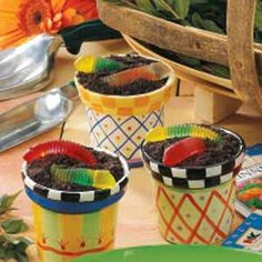 Dirt Pudding Cups...think I'll make these for Hanna's class party, they seem a lot easier than those oreo turkey's I made last year for the Thanksgiving party.