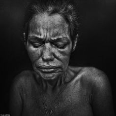 Photographer Lee Jeffries uncovers haunting human face of drug addiction, homelessness and poverty Lee Jeffries, Poverty Photography, Face Photography, Expressions Photography, Angry Face, Photo Portrait, Homeless People, John Kennedy, Face Expressions