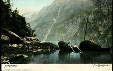 Sogn og Fjordane fylke Gloppen kommune Hyenfjord. Kolorert. Nærmotiv folk om bord i båt lastet med tang el.l. Utg H. Abel. Ubrukt 1904