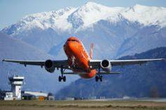 Jetstar offers domestic services between Auckland and Queenstown and trans-Tasman services from Sydney, Melbourne and the Gold Coast to Queenstown.